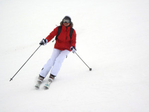 10559-a-woman-snow-skiing-pv
